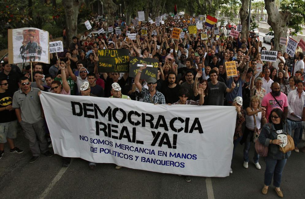 Protesta exigiendo más democracia y más redistribución de la renta.